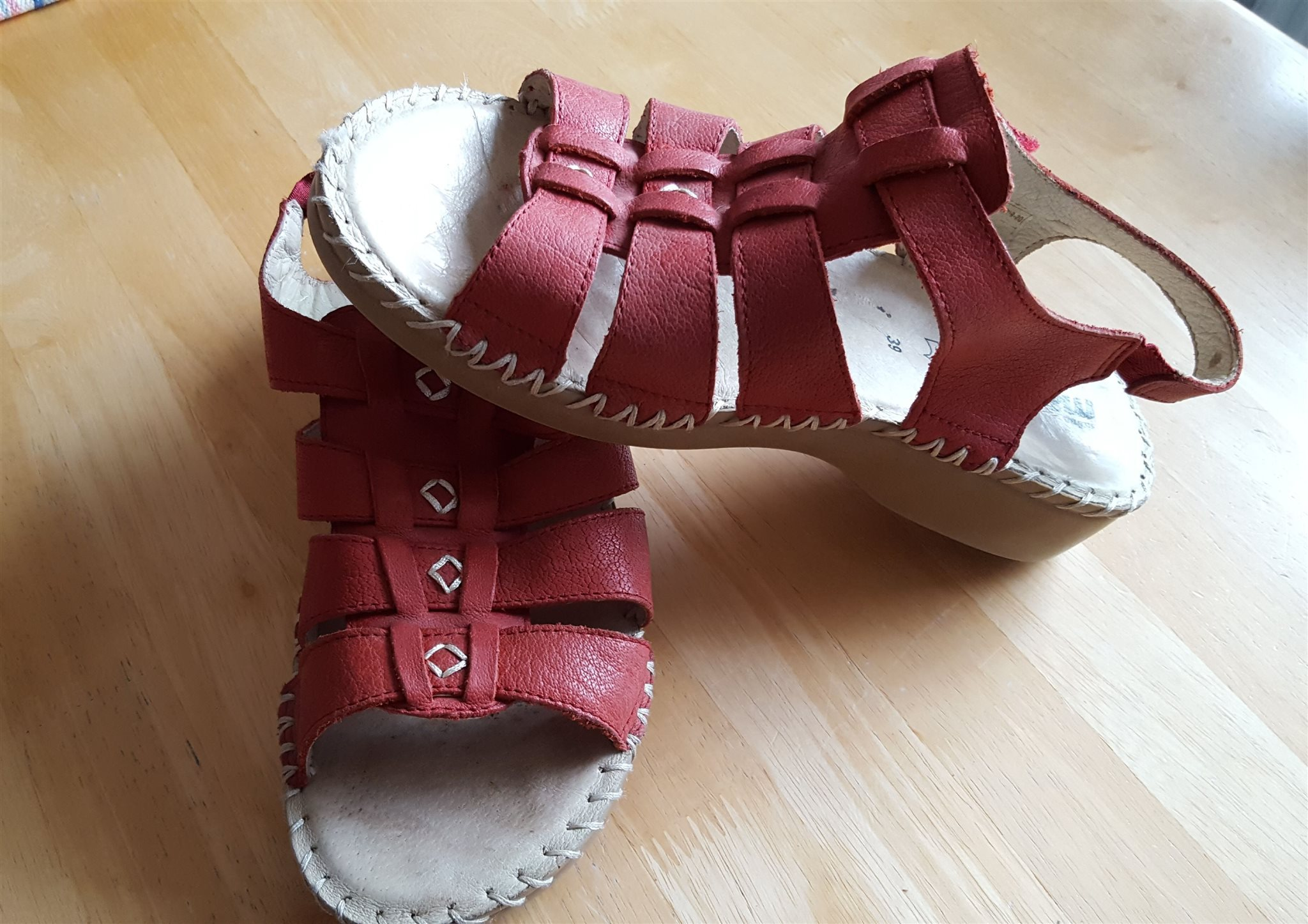 snygga fotriktiga sandaler