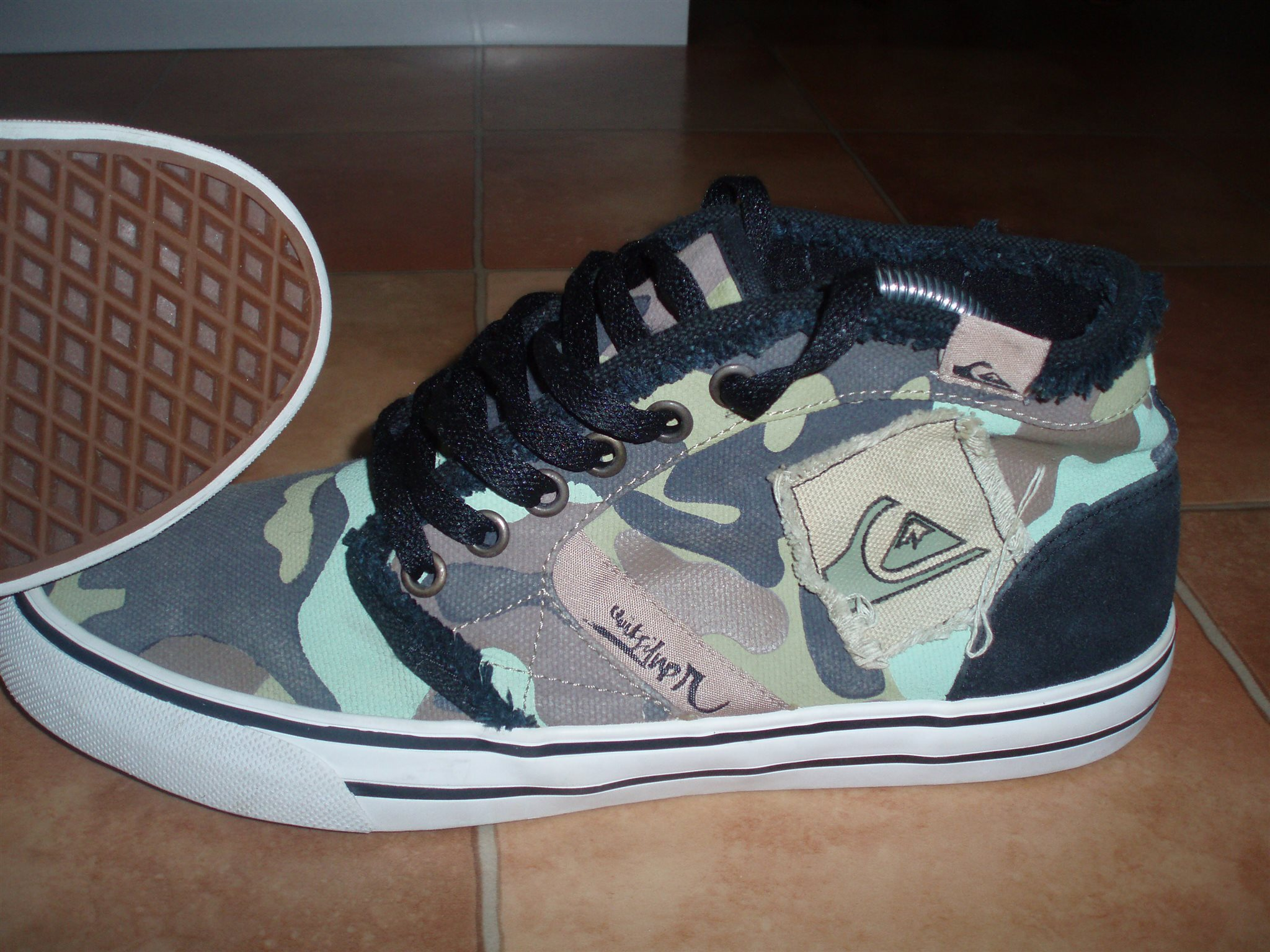 6c94670ff8 QUIKSILVER skor i stl 42 bra skick nypris 1199 kr på Tradera.com -
