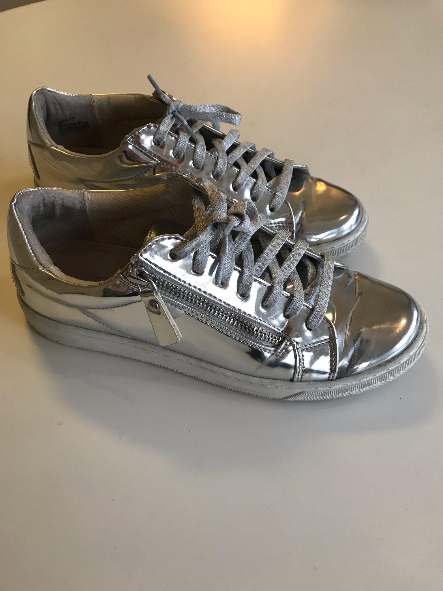 Antagonismo Stratford on Avon Qué  Steve Madden silvriga skor, st 38 (328594137) ᐈ Köp på Tradera