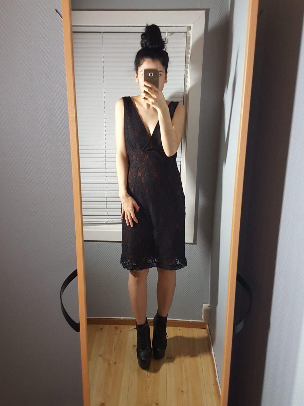 9abf529e10a7 Figurnära Svart spetsklänning Coctail/Fest (349790462) ᐈ Köp på Tradera