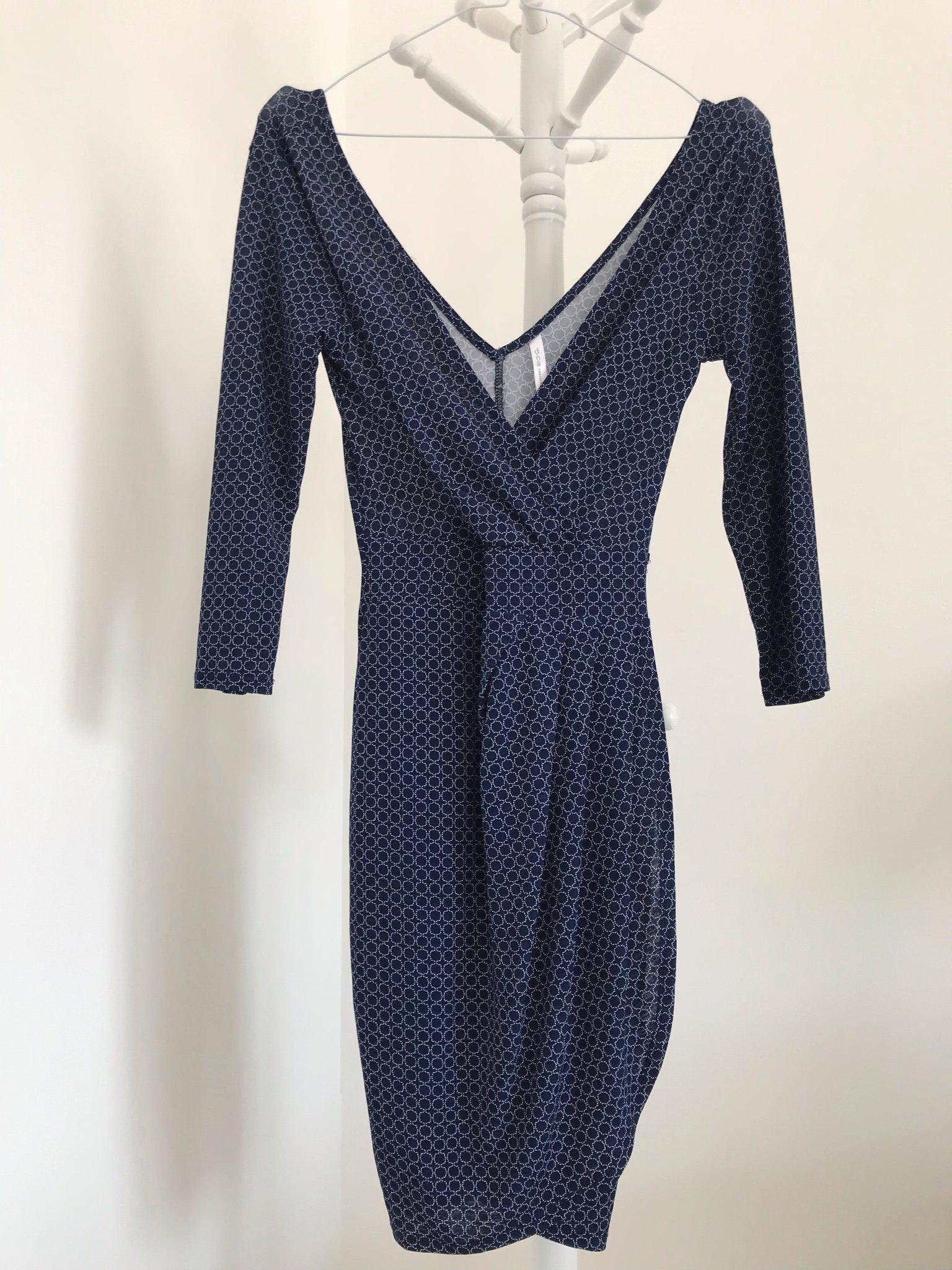 fbf4b841a43 DNA couture klänning 36 small v-ringad Marinblå blommig omlott kort  långärmad ...