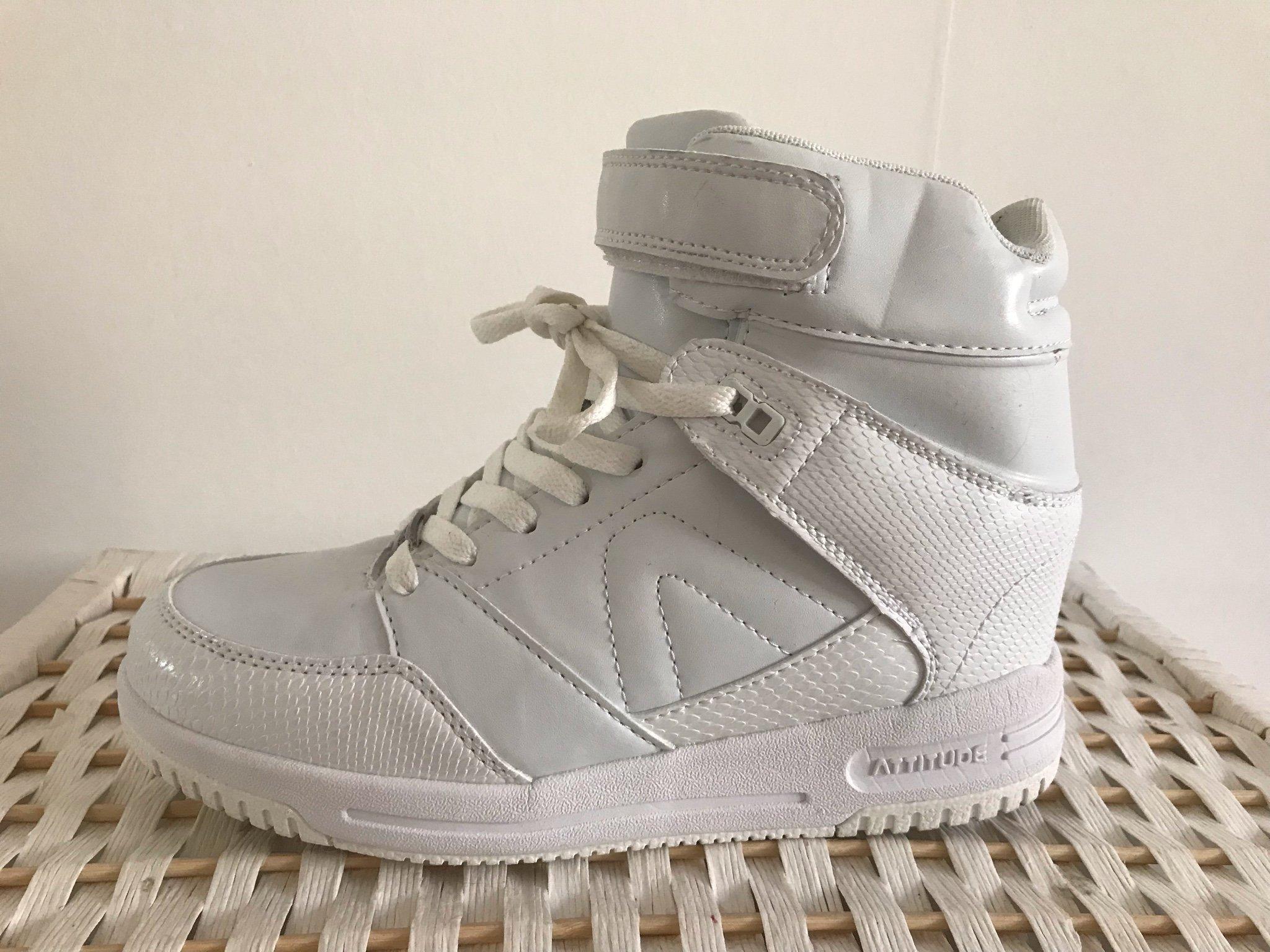 5ad98a188f9 Vita sneakers DinSko strl 39, kilklack (349136352) ᐈ Köp på Tradera