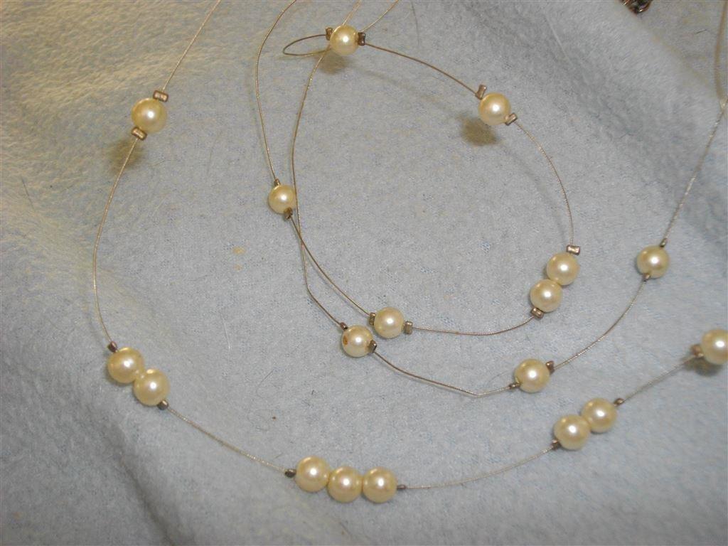 halsband vita pärlor