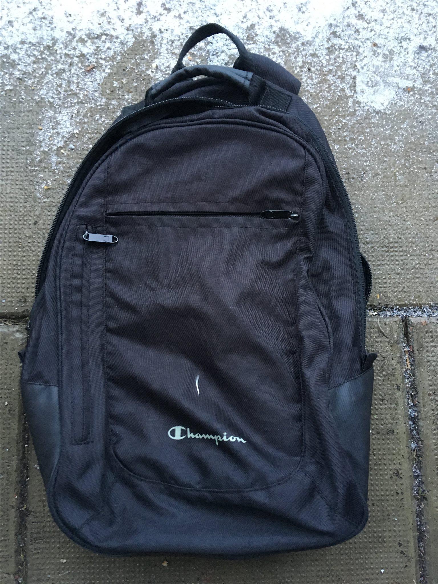 Mindre svart ryggsäck Champion (se mått) (338365667) ᐈ Köp på Tradera 189a82dded5e4