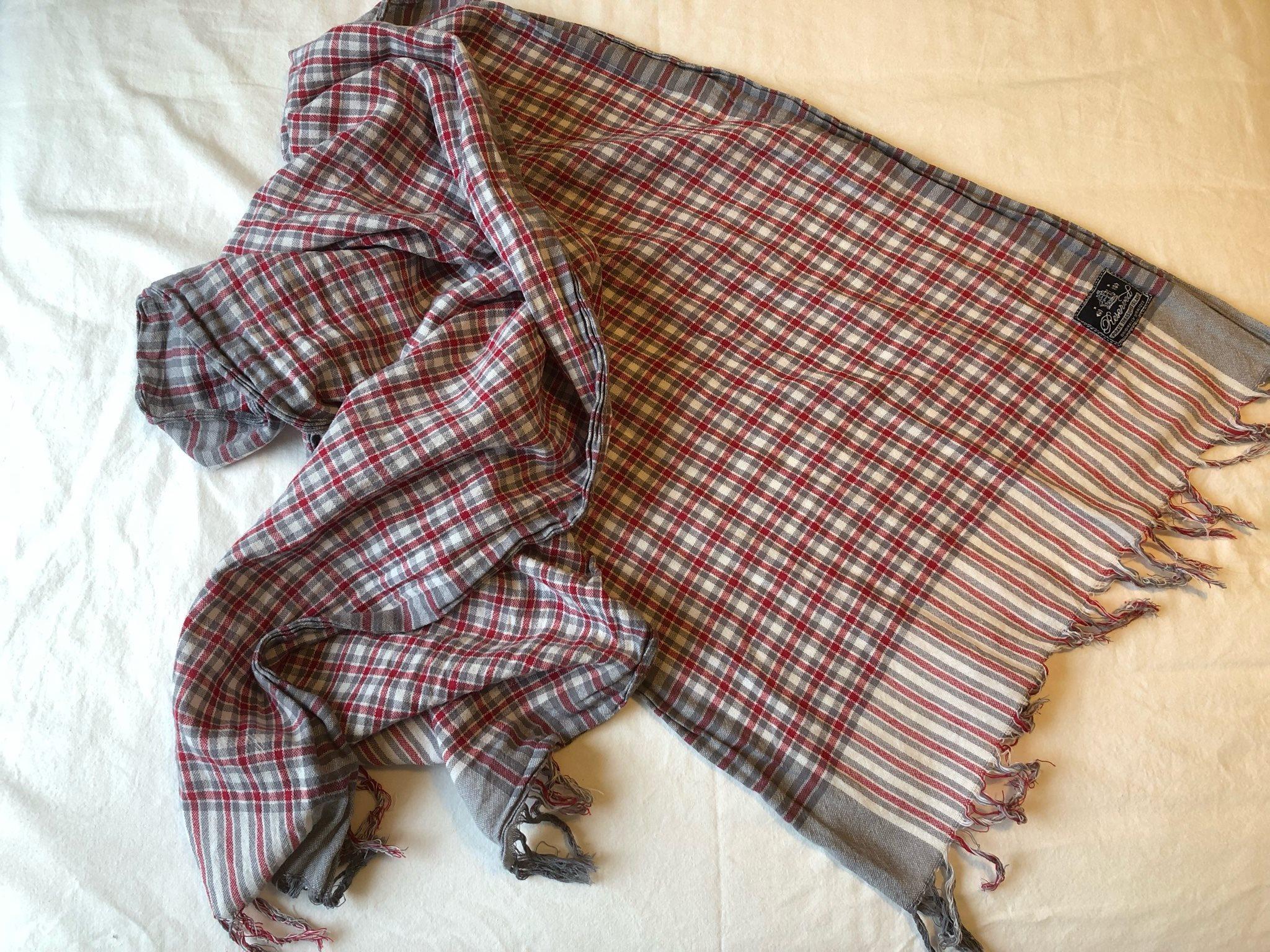 Vit grå röd sjal med fransar 996cfd817c940