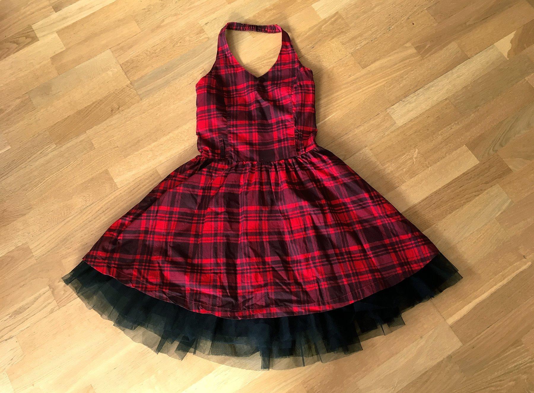 Röd rutig klänning från Lindex i storlek 170 sk.. (419118848