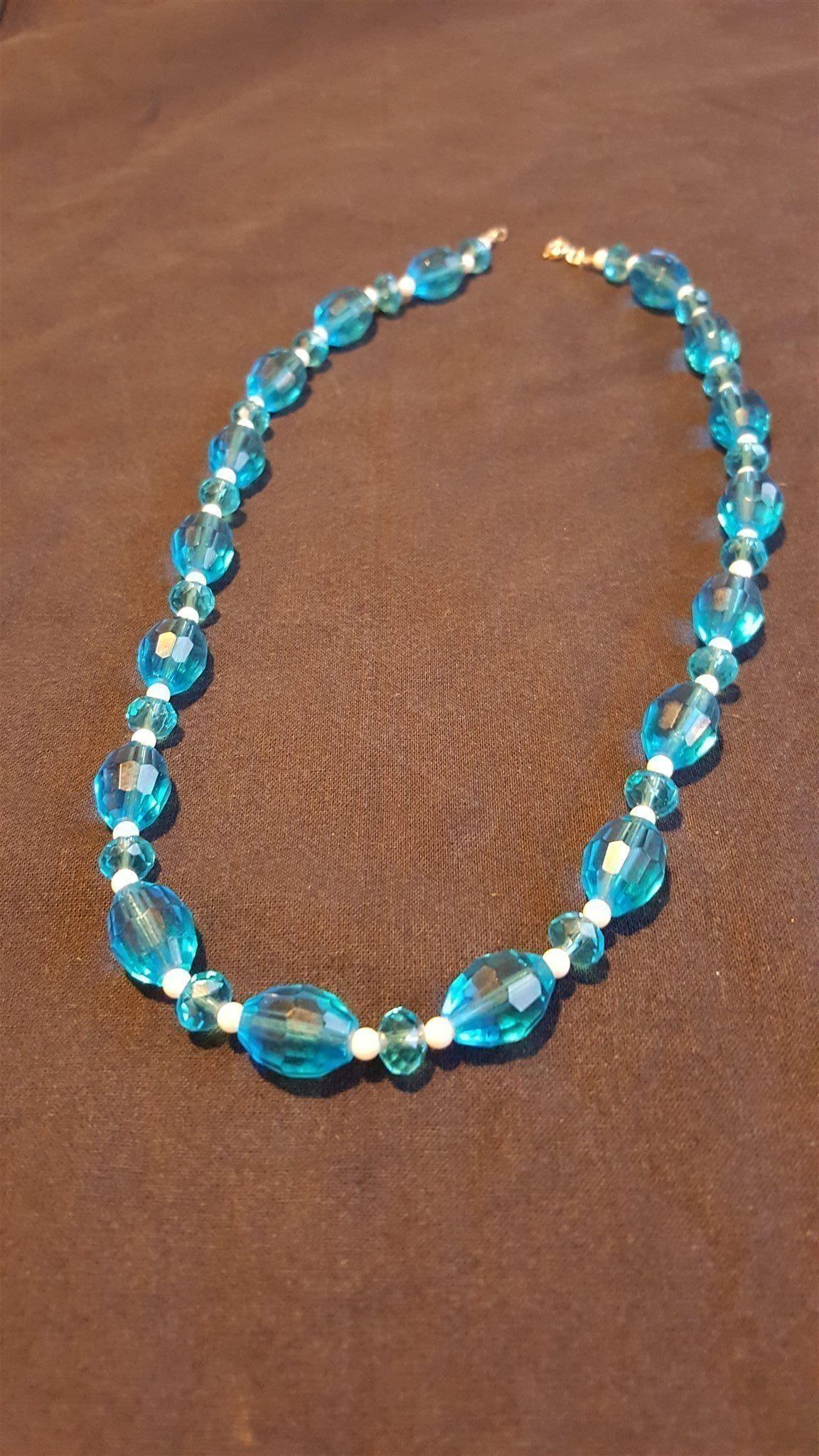 Halsband i turkosa toner (342324049) ᐈ Köp på Tradera 013949988df56