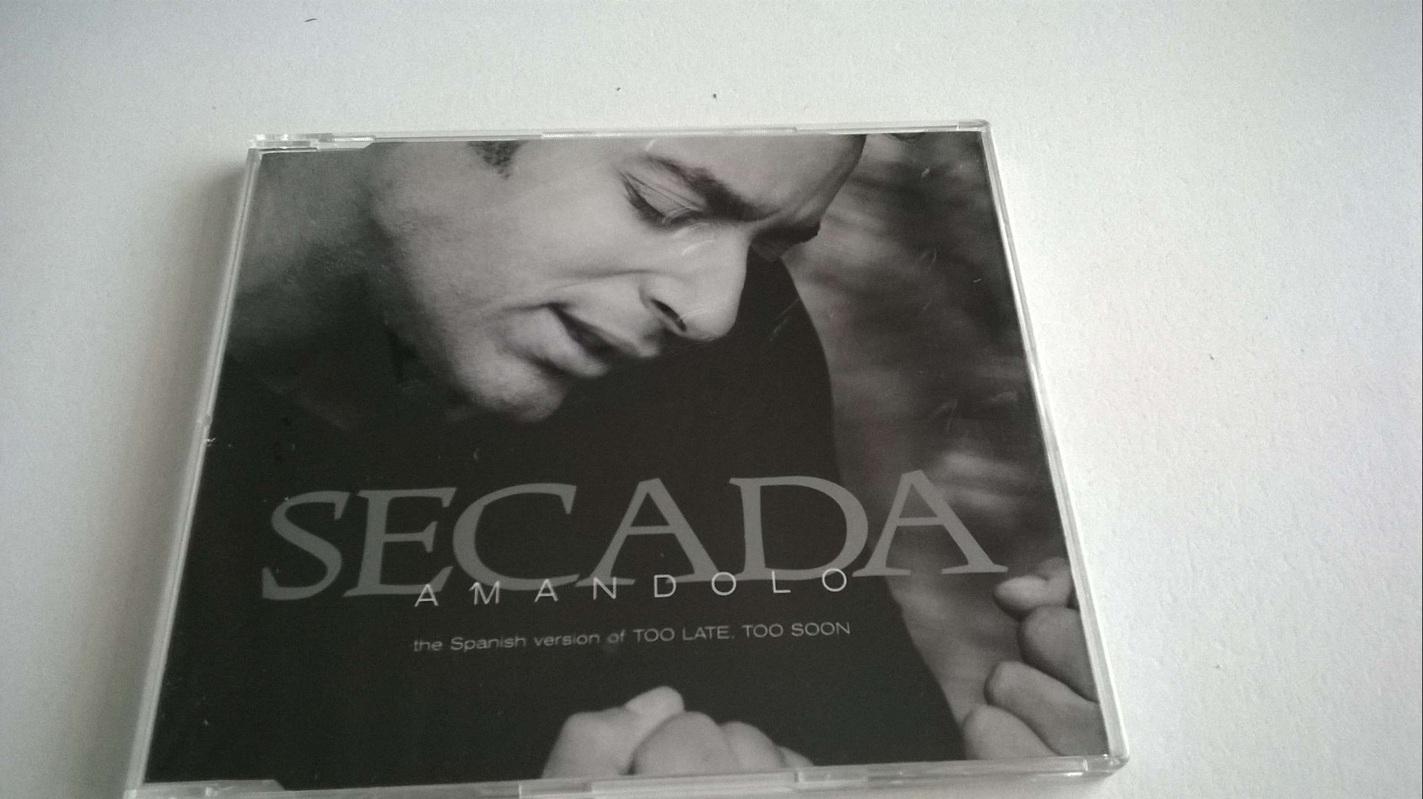 Jon Secada - Amandolo The Spanish version of Too Late, Too