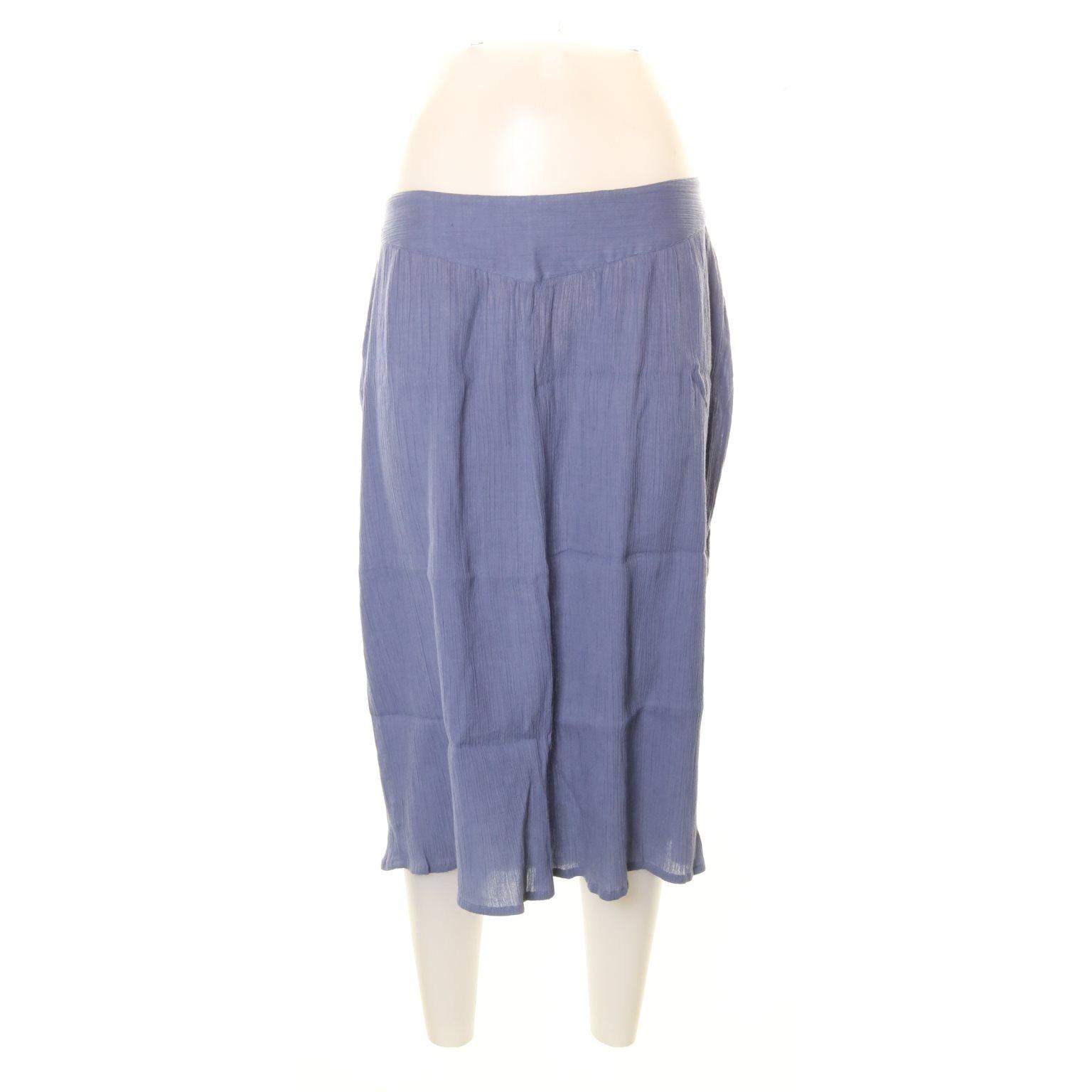 blå plisserad kjol