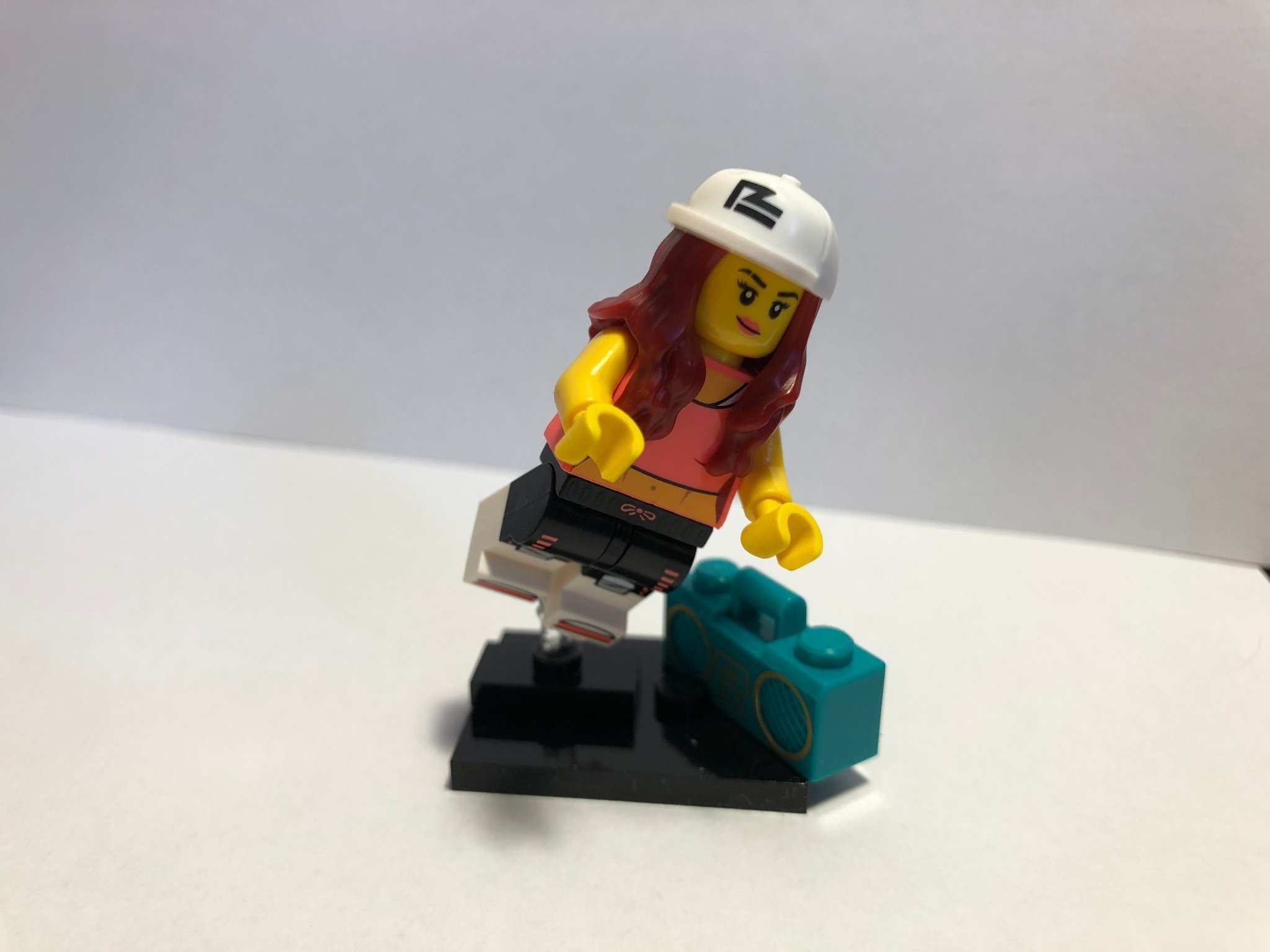Lego series 20 - Hip Hop Girl with Speakers
