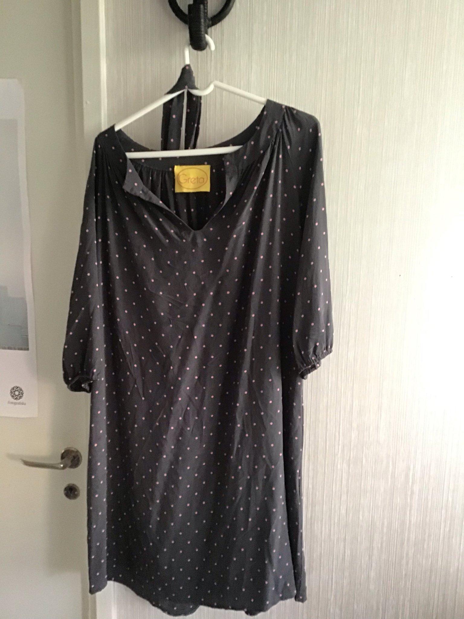 8ba2e3b94879 Greta klänning, stl m, grå med rosa prickar. Po.. (351828942) ᐈ Köp ...