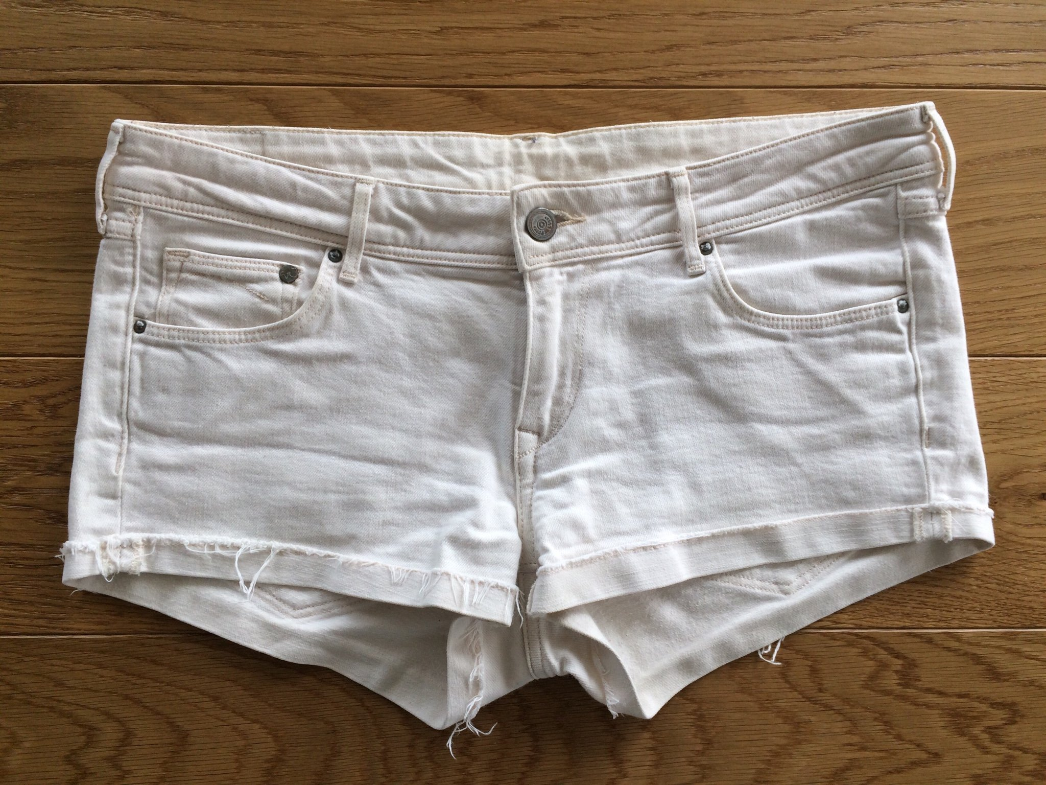 elegant online till salu enormt lager Snygga shorts kortbyxor vita denim HM dam tjej .. (380746004) ᐈ ...