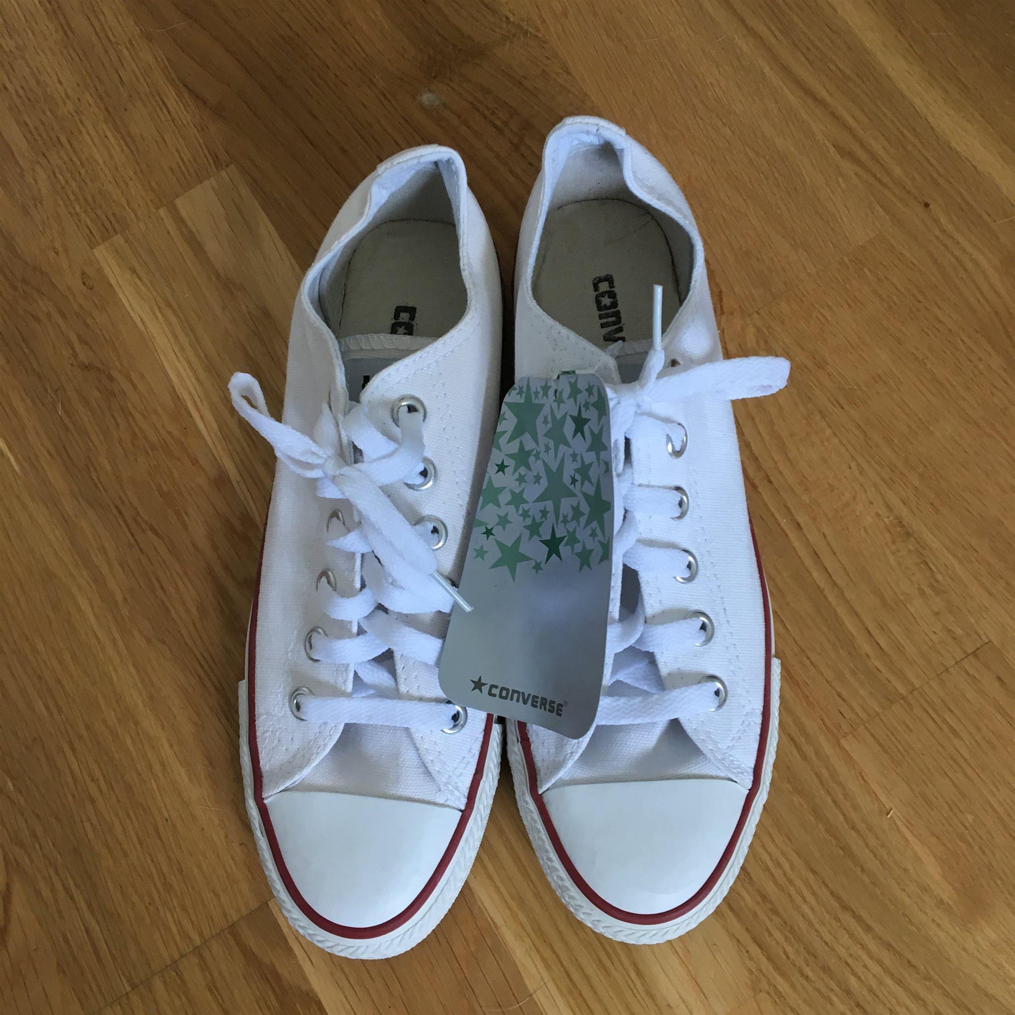 sports shoes 33ed7 52a08 Converse låga, vita. Storlek 38, 24 cm.