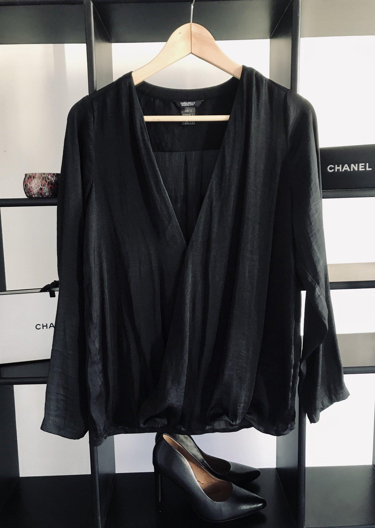 9021865bb83e Svart elegant stilren klassisk omlott blus skjorta omlottblus Ellos ...