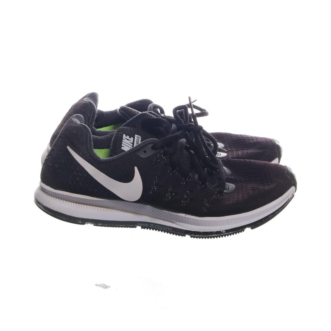 new products 72db3 f26c2 Nike, Träningsskor, Strl  38, Zoom pegasus 33, Svart