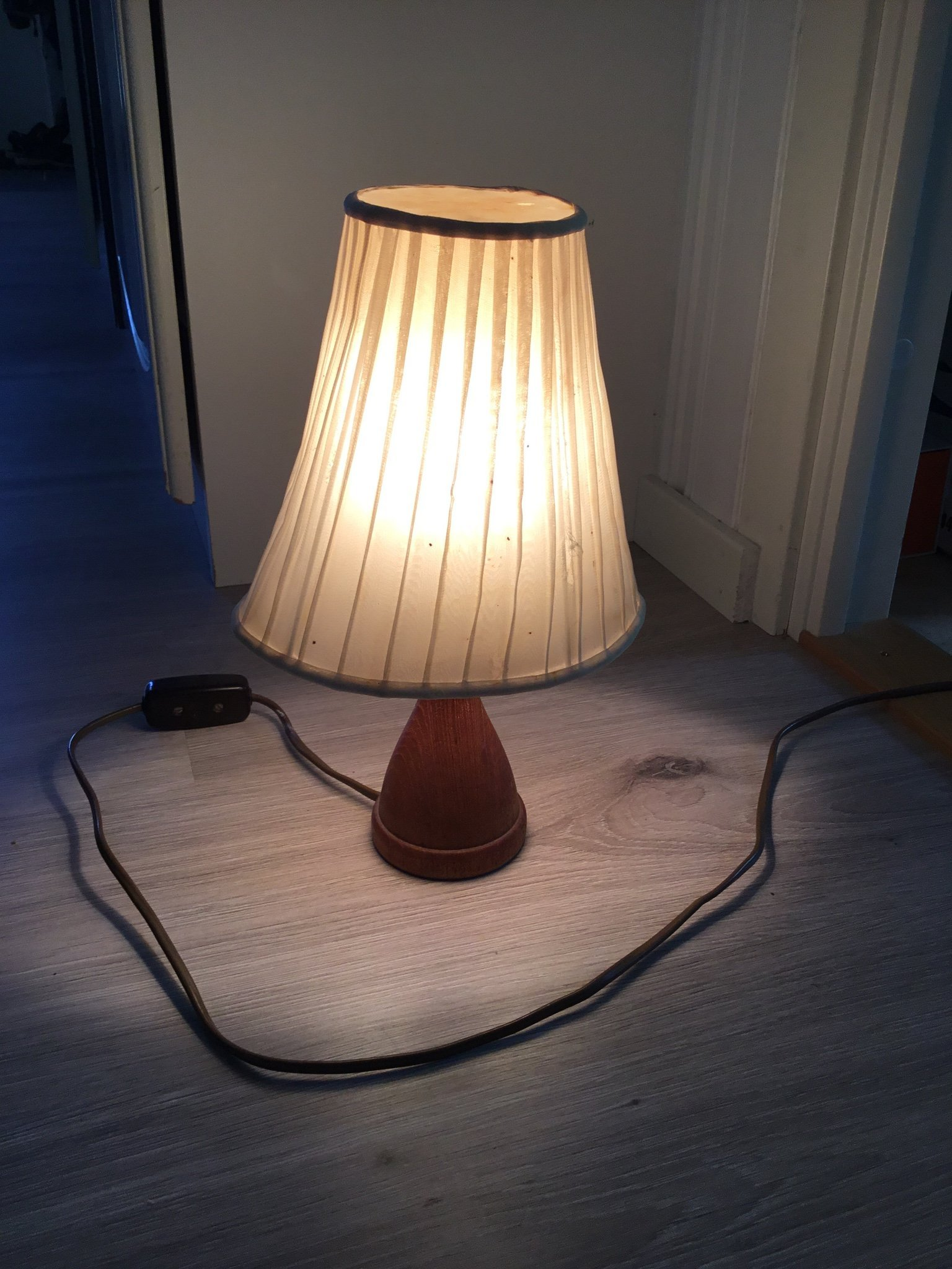 Bordslampa med skärm lampa retro vintage