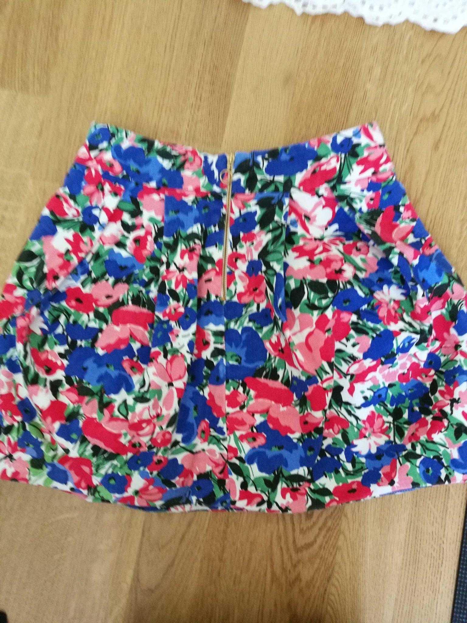 d5397c5020fe Blommig, kort kjol från Zara. Stl 38 men motsva.. (353508803) ᐈ Köp ...