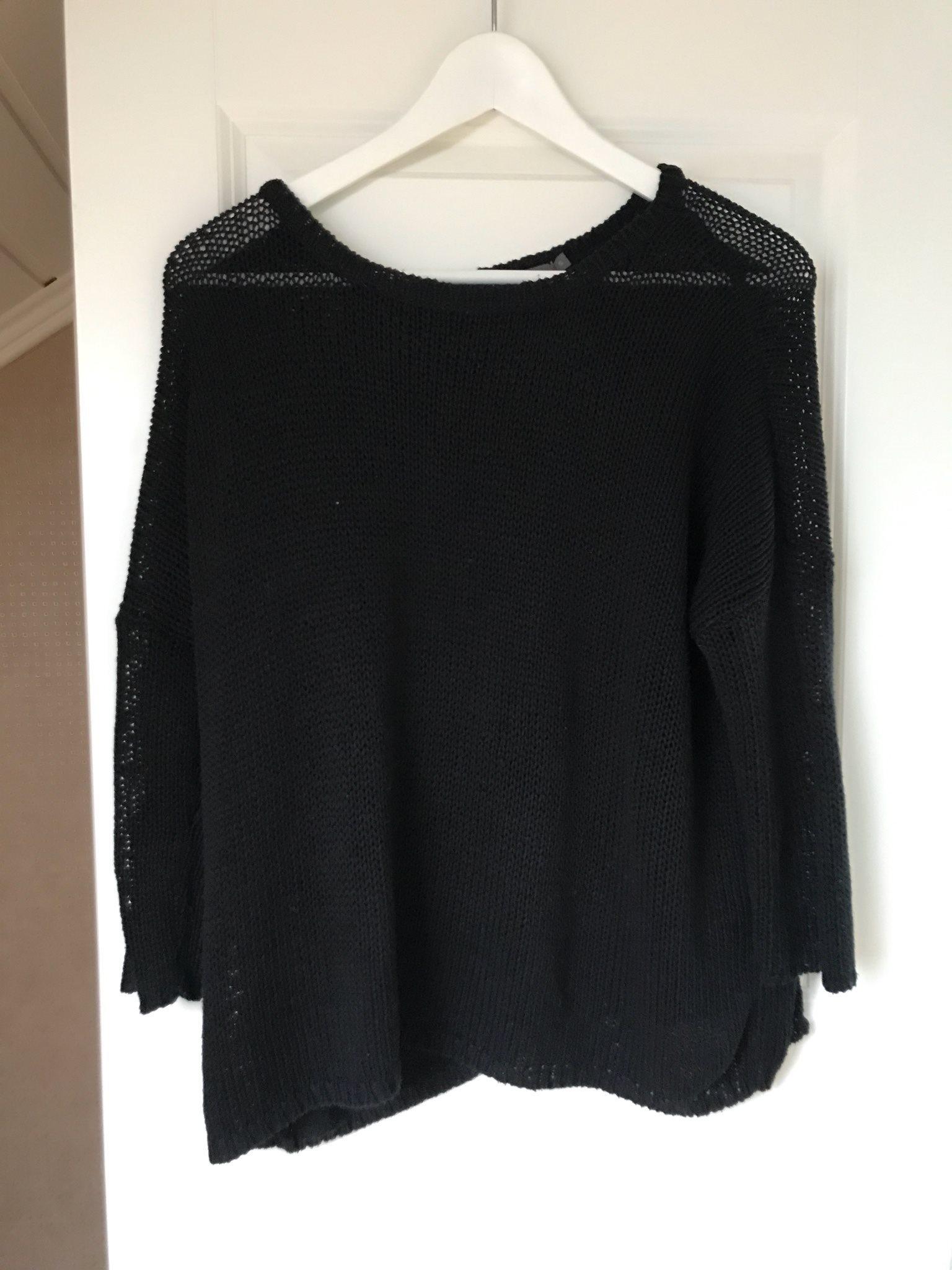 svart stickad tröja