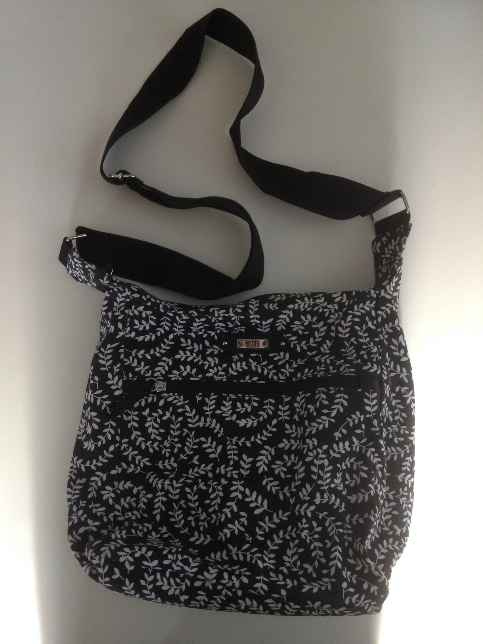Axelremsväska i tyg, svartvit mönstrad (349527469) ᐈ Köp