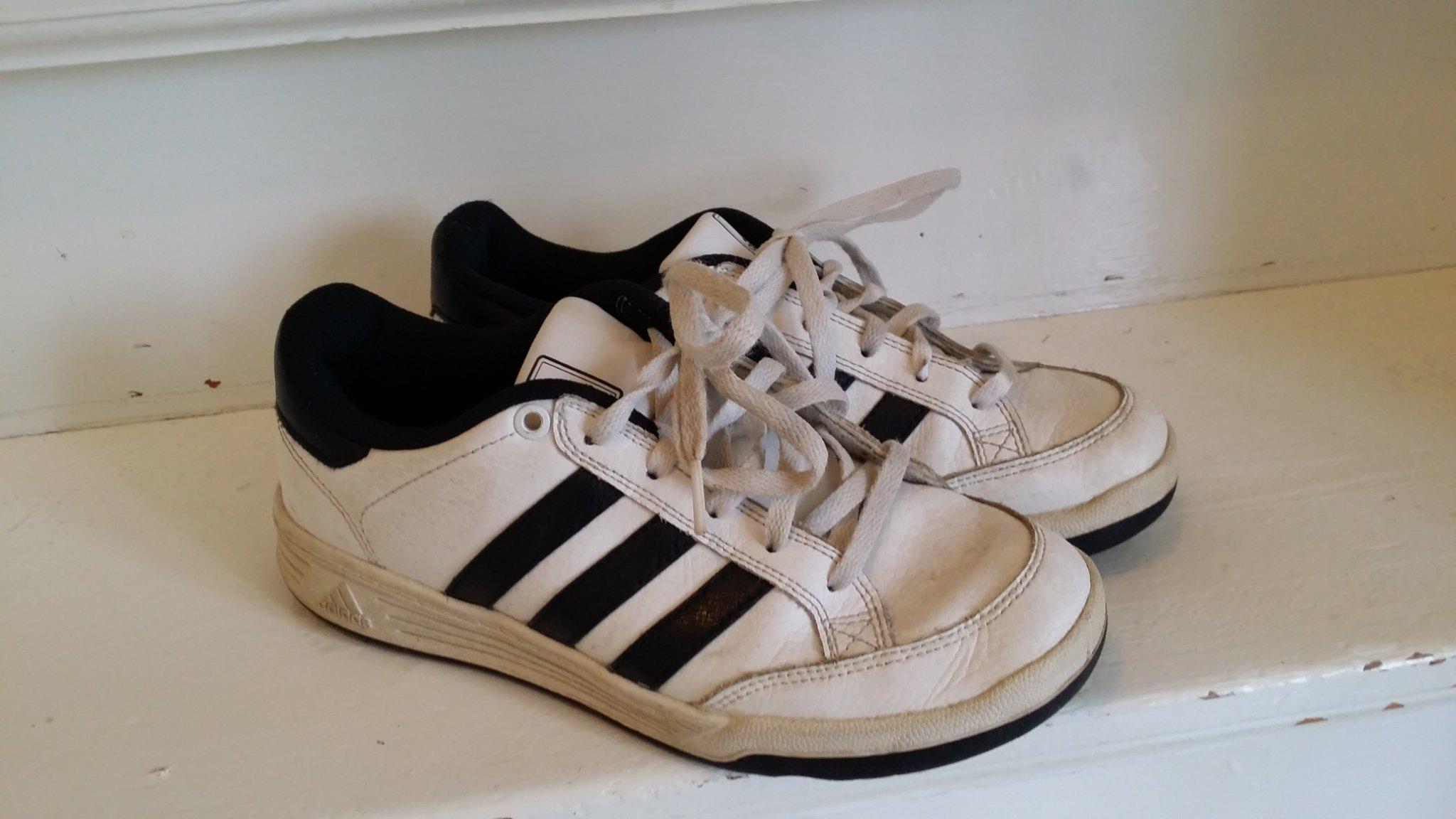 vídeo aterrizaje Anestésico  Adidas skor i stl 36 2/3. (23,5 cm). Bra begagn.. (436722048) ᐈ Köp på  Tradera
