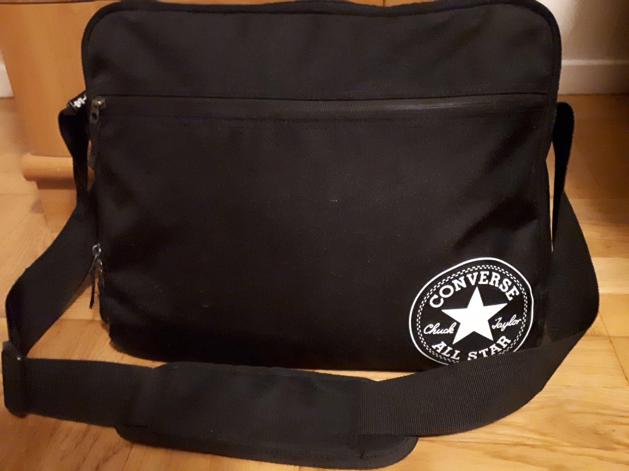 erkända varumärken Bra exklusiva erbjudanden Messenger laptopväska från Converse (367480155) ᐈ Köp på Tradera