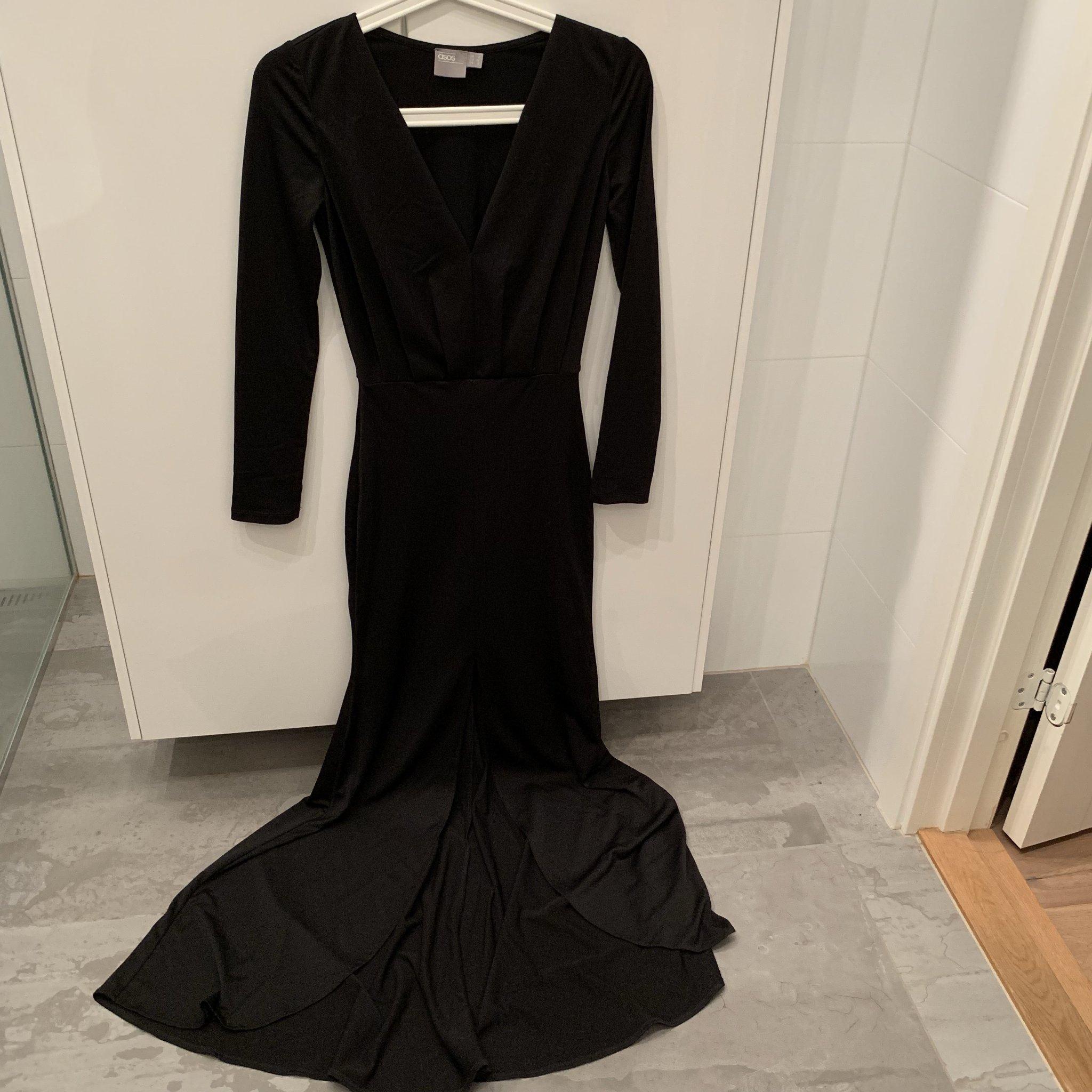 e5b369180d6e Lång svart klänning från asos (348699804) ᐈ Köp på Tradera