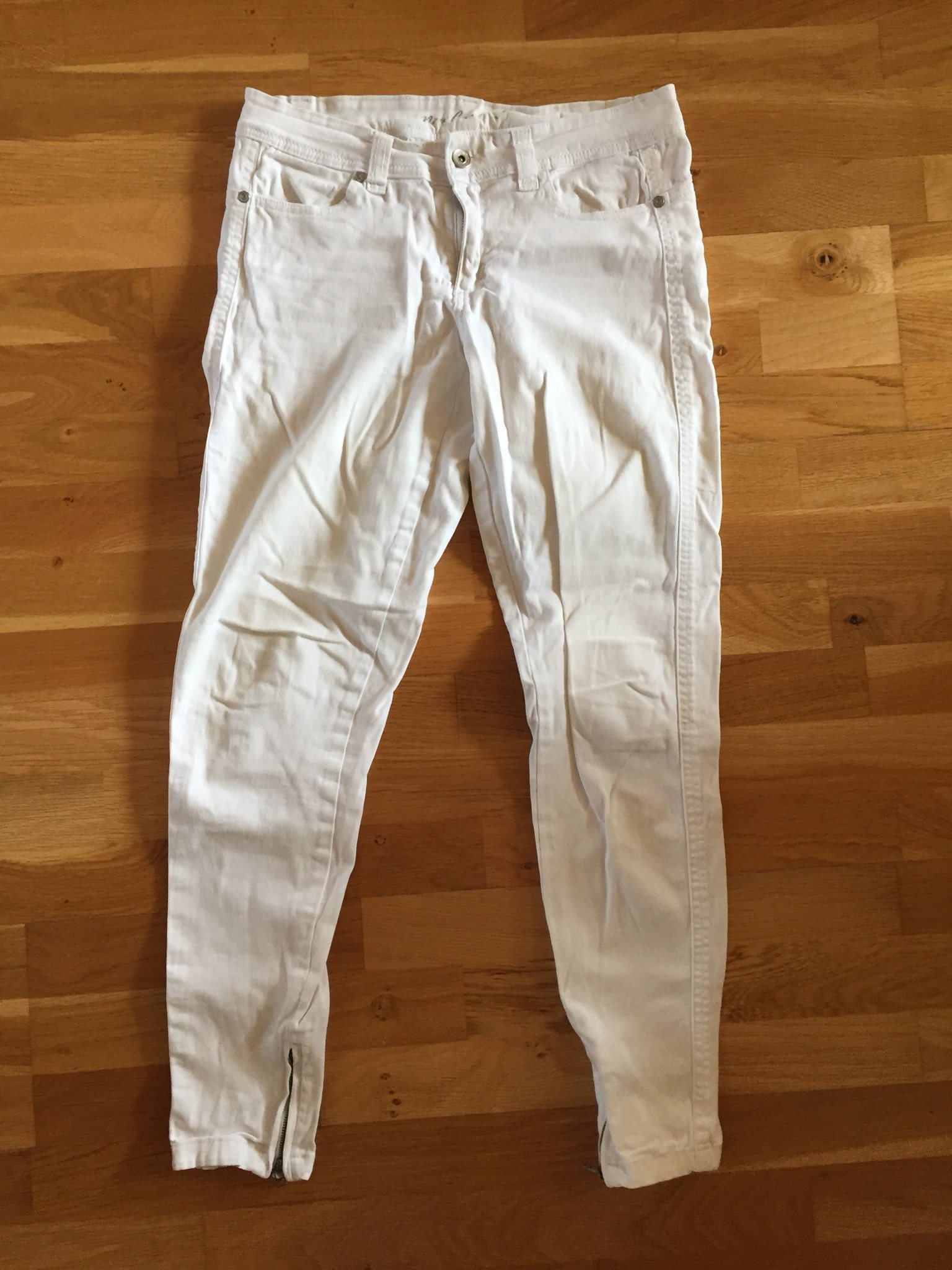 vita jeans med dragkedja