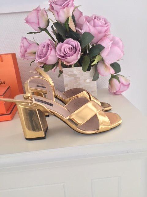 Guldiga pumps klackar skor från Zara som nya (321354104) ᐈ Köp på ... 18ba4cf76a9ce