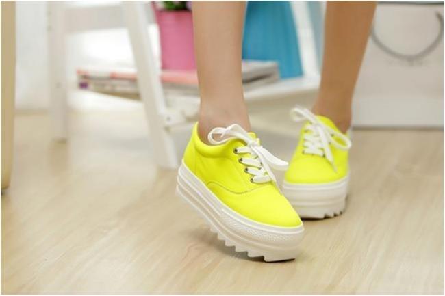 41fe118b803 Gula sneakers med 5 cm höga sulor, strl #39 (204156037) ᐈ Minsko-nu ...