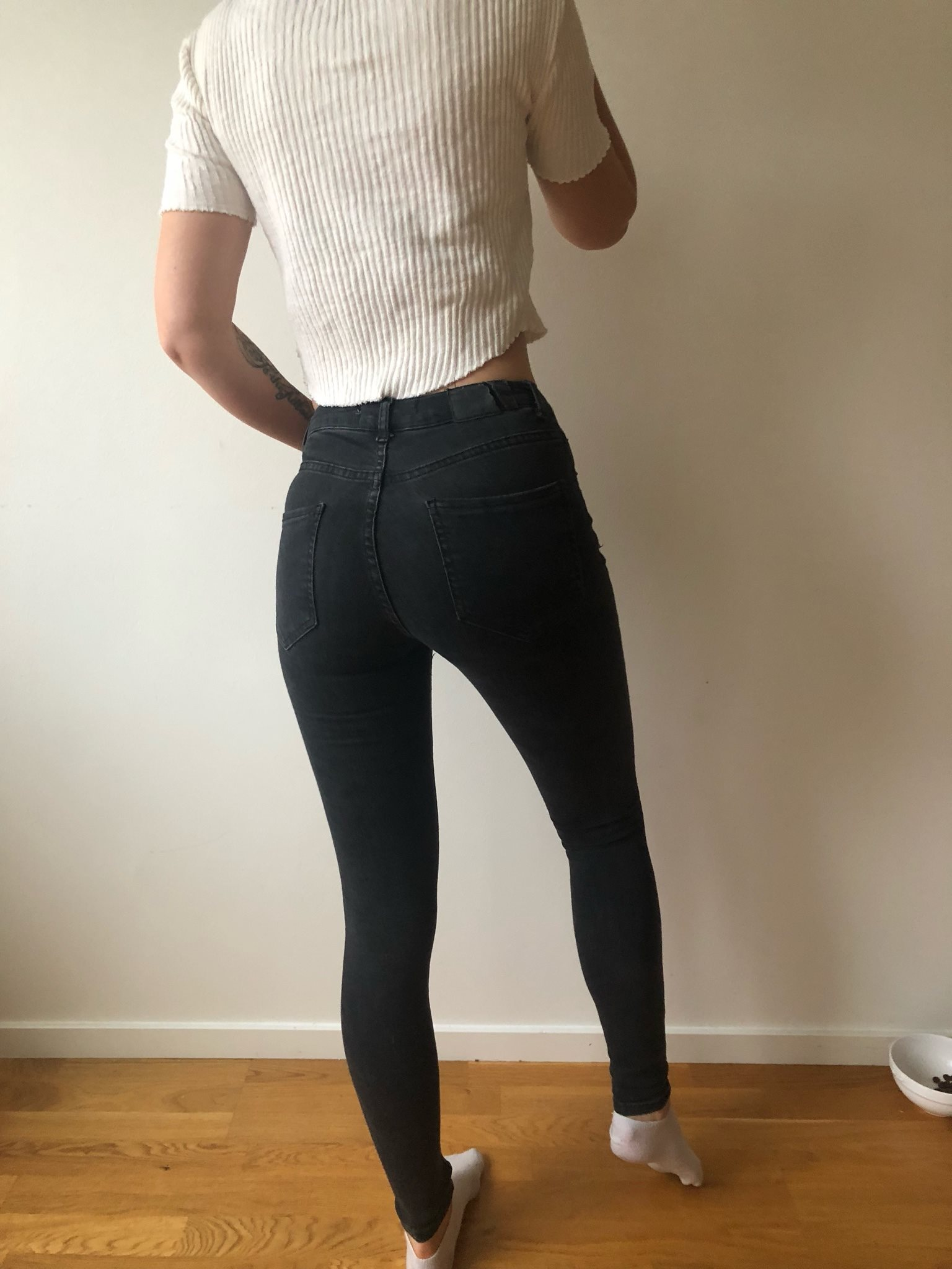 stretchiga svarta jeans