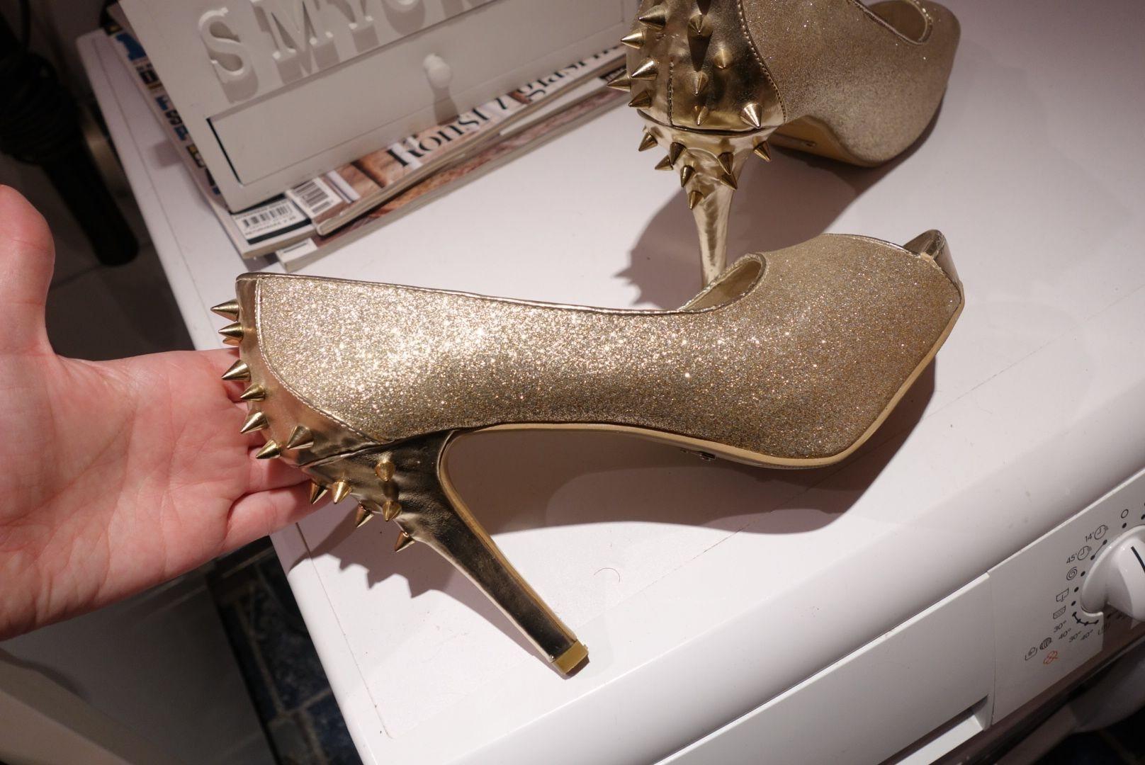 Snygga klackar i guld från NLY Trend (nelly.com) (341288731) ᐈ Köp på  Tradera af4e6931c5f49