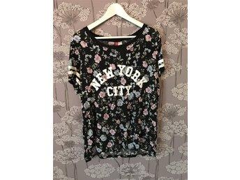 Tshirt från H&M Divided storlek L blommig New York City - Jönköping - Tshirt från H&M Divided storlek L blommig New York City - Jönköping