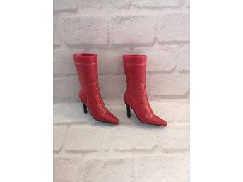 Barbie Snygga röda stövlar (406769576) ᐈ Köp på Tradera
