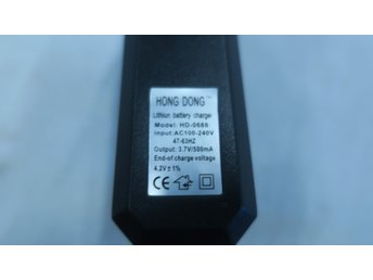 NY Lithiumbatteriladdare Li-ion HD-0688 18650 in 110-240 V Output 3,7 V / 500 mA