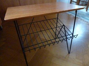 Fabriksnye Retro bord i teak med tidnings hylla och ben I.. (359953540) ᐈ PR-78