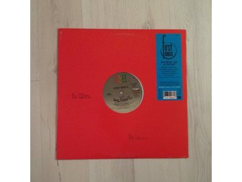 "FIRST CIRCLE - WORKIN´UP THE SWEAT. (NEAR MINT 12"")"