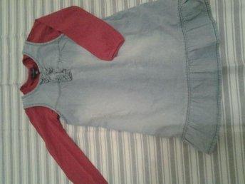 Härlig jeansklänning+tröja till tjejen ! stlk 110/16.Mkt gott skick! - Nybrostrand - Härlig jeansklänning+tröja till tjejen ! stlk 110/16.Mkt gott skick! - Nybrostrand