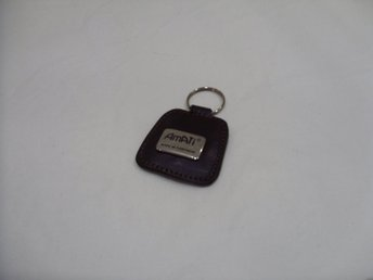 Nyckelring Amati Portugal i brunt läder keychain & keyring leather brown