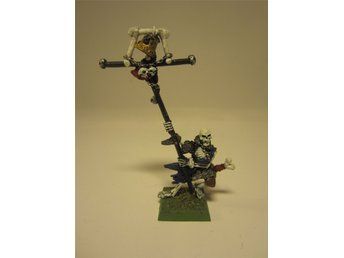 Warhammer Fantasy Vampire Counts Classic Skeleton with standard