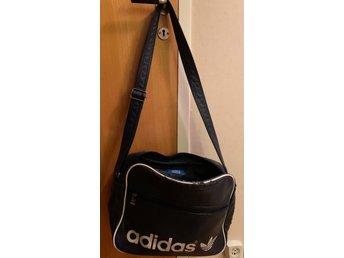 Adidas vintage trunk väska skinnväska
