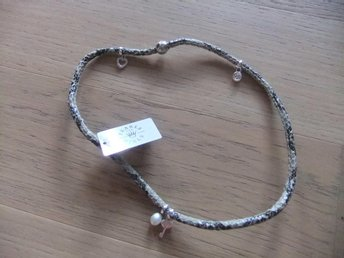 Nytt märkes halsband, Pearls for Girls