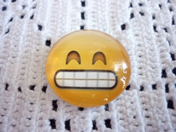 Glas cabochon (smiley) med magnet. 25 mm.