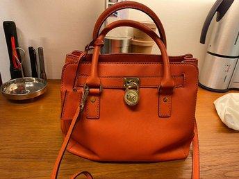 Michael Kors väska orange