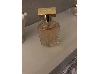 Hugo boss 100ml - öjebyn - Hugo boss parfym 100 ml the scent of her säljes! Endast testad.. förpackningen slet min son sönder tyvärr :) - öjebyn