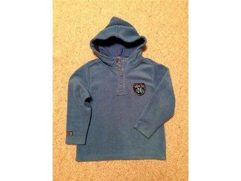 """Varm och mjuk """"Next UK"""" fleece tröja med luva st. 116 - Sjömarken - Varm och mjuk """"Next UK"""" fleece tröja med luva st. 116 - Sjömarken"""