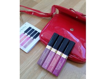 Elizabeth Arden 4 st Beautiful Color Lip Gloss + Röd Liten Lackväska Necessär