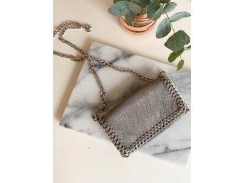 Tiamo, Scorett grå väska