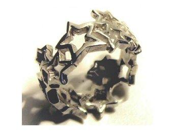 Ring stjärnor, strlk 18 - Skövde - Ring i äkta sterling silver (925) med stjärnor. Bredd: 1,0 cm. - Skövde