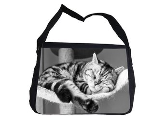 Sovande tabby kattunge väska med axelrem - Reporter Bag - Markaryd - Sovande tabby kattunge väska med axelrem - Reporter Bag - Markaryd