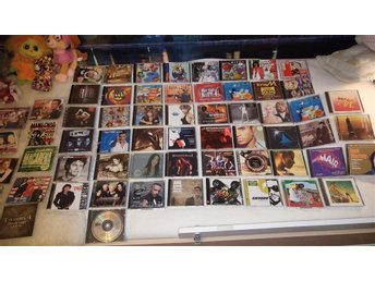 61  st blandade CD + cds Techno ,pop ,rock ,80 tal ,hip hop ,rnb m.m